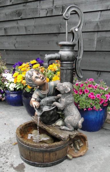 """Ubbink Wasserspiel REGINA """"Junge und Hund am Brunnen"""""""